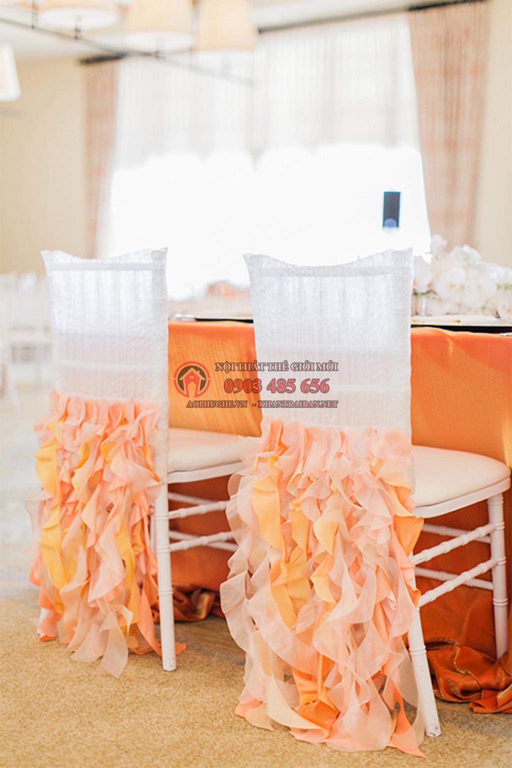 May gia công áo bọc ghế tiệc cưới đẹp