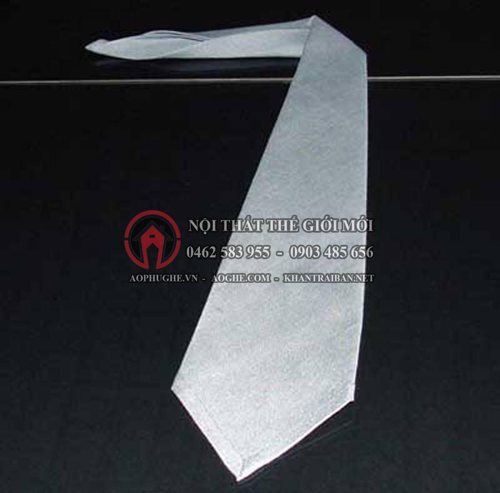 gấp khăn ăn bước 7